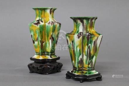 CHINE, Période Kangxi (1654-1722) PAIRE DE DOUBLES VASES accolés en porcelaine et émaux tacheté