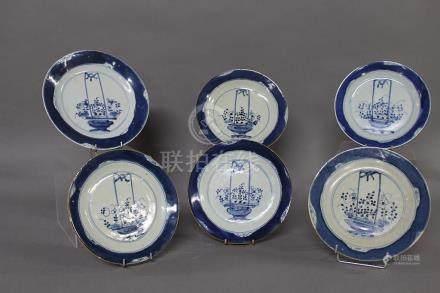 CHINE du Sud, Fin du XVIIIème-XIXème Siècle ENSEMBLE DE SIX ASSIETTES en porcelaine bleu-blanc,