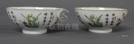 CHINE, Fin du XIXème Siècle PAIRE DE COUPES en porcelaine et émaux de la Famille Rose, à décor