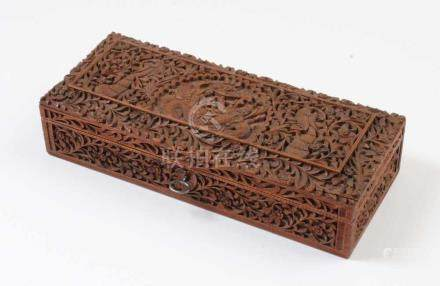 Holzkasette.Indien, Ende 19. Jh. Allseitig beschnitzt mit Figuren, Vögel und Pflanzen. H: 6 x 30 x