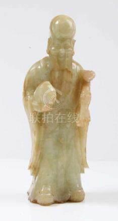 Figur eines Philosophen.China, 19. Jh. Jade. H: 24 cm.