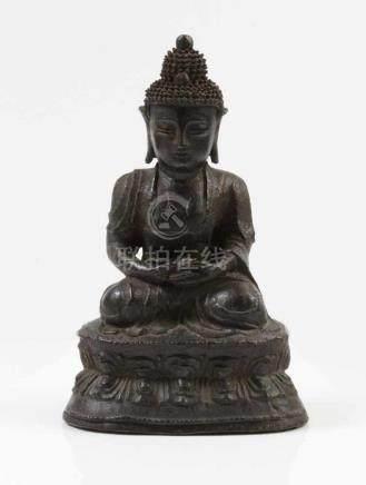 Sitzender Buddha.Ming-Dynastie, 17. Jh. ? Bronze. H: 22,5 cm.