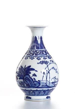 Chinese Blue and White Yuhunchunping Vase