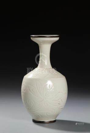 Chinese Ting-Type Baluster Vase