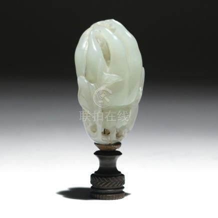 CHINESE CARVED WHITE JADE 'BUDDHA'S HAND' CITRON