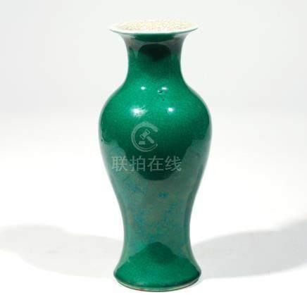 CHINESE MONOCHROMATIC APPLE GREEN VASE