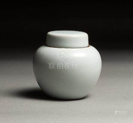 A XIAOFANG KILN RU-TYPE TEA VESSEL