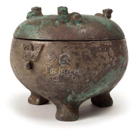 AN ARCHAIC GILT AND SILVER-INLAID BRONZE FOOD VESSEL,