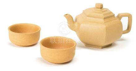 A YIXING DUANNI TEAPOT AND TWO CUPS