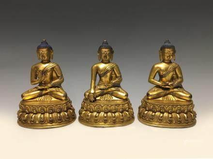 十六世纪铜鎏金三宝佛