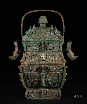 商代 青铜兽面纹提梁卣