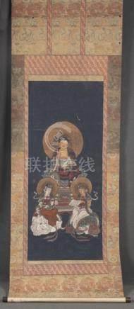 Seiden-Rollbild. Asien. Bunt bemalt mit Buddha und weiteren Heiligenfiguren, 141 x 55 cm.