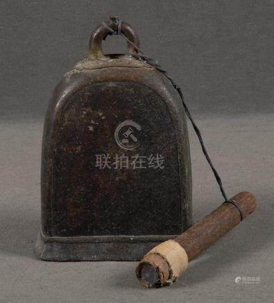 Bronzeglocke. China, H=34 cm.