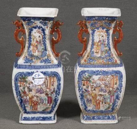 """Paar Vasen. China. Porzellan, bunt bemalt mit Figurenszenen in Landschaft, am Boden Etikett """""""