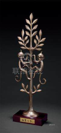 韩美林(b.1936) 金工双猴摆件