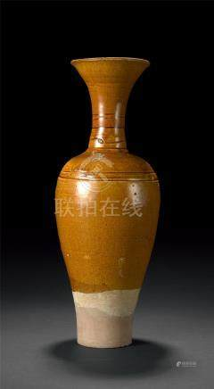 辽 乾瓦窑黄釉长颈瓶