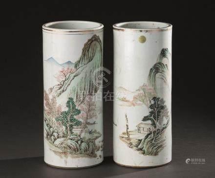 粉彩山水纹筒瓶 (一对)