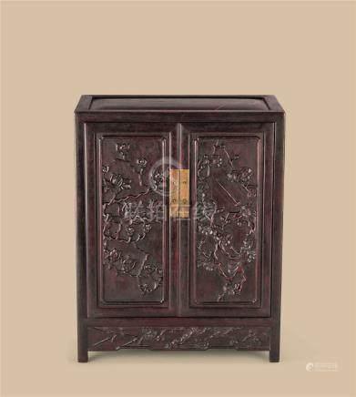 红木梅花纹小柜