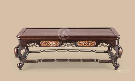 清代 红木嵌黄杨木雕花卉纹托泥长方台