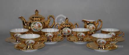 Servizio da tè in porcellana a fondo oro con decoro stampato raff. 'VENERE, MARTE E CUPIDO', co