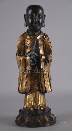 Scultura in bronzo con finiture dorate raff. 'MONACO'. Cina.Misure : Alt. cm. 28  ca.