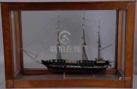 Modello di brigantino in legno. Inizi XX secolo. In teca.Misure : Lung. cm. 51,5 Prof. cm. 20
