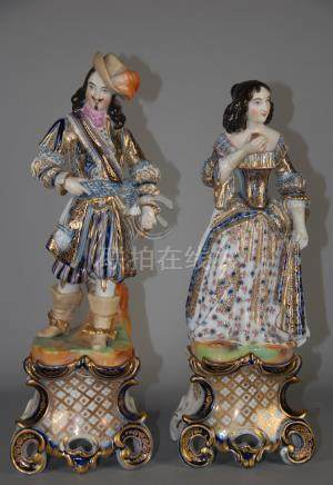Due sculture in porcellana policroma raff. 'DAMINA E GENTILUOMO'. XIX secolo.Misure : Alt. cm.