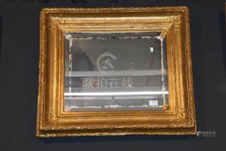 Miroir dans un cadre doré (73 x 58cm)