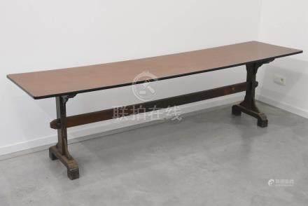 Série de six tables de couvent (dessus rapporté)