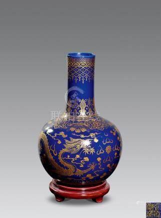 清 藍釉描金龍鳳紋瓶