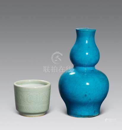 清 孔雀藍釉葫蘆形廟頂、豆青釉刻花卉紋爐各一件