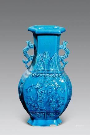 清 孔雀藍釉印花雙耳六方瓶