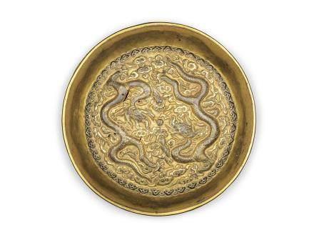 明早期 銅鎏金雙龍戲珠捧盒