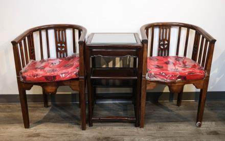 TWO SPRINDLEBACK ARMCHAIRS WITH TABLE, LATE QING