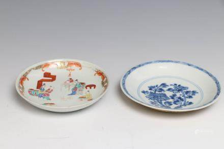 GROUP OF FAMILLE-ROSE, BLUE &WHITE PLATES, W/ BOX