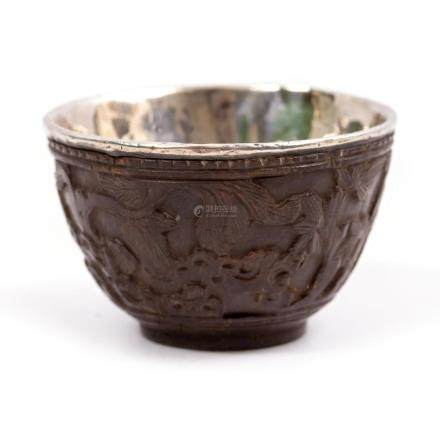 A QING DYNASTY CHINESE CARVED WINE CUP with a silver lining and a character mark, 4.6cm diameter x