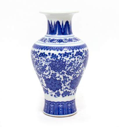 A 20TH CENTURY BLUE AND WHITE BALUSTER CHINESE VASE with elongated neck and flaring rim, lotus