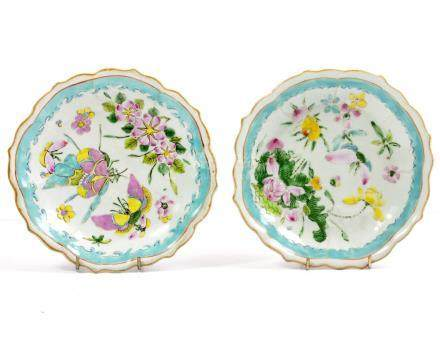 A PAIR OF 19TH CENTURY CHINESE PORCELAIN FOOTED BOWLS with shaped edges and famille rose enamel