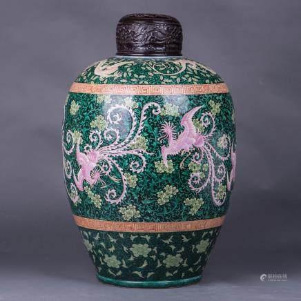 A MONUMENTAL CHINESE WUCAI JAR, 19TH CENTURY