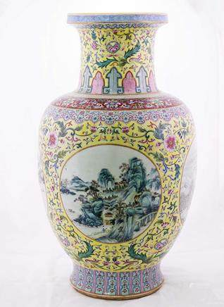 A RARE YELLOW-GROUND FAMILLE ROSE VASE, LATE QING