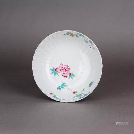 A FAMILLE ROSE PETAL-LOBED FLOWER BOWL