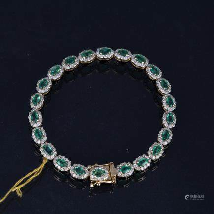 AN EMERALD AND DIAMOND BRACELEET