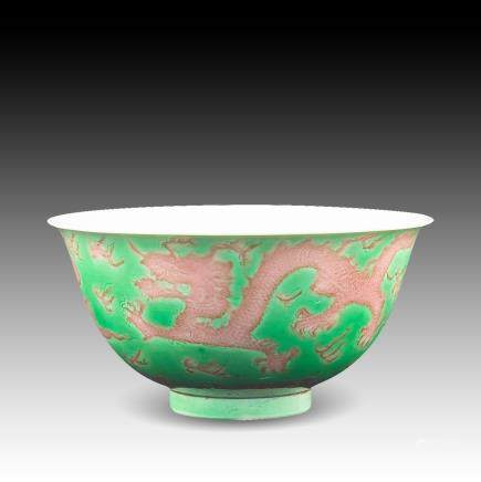 AN AUBERGINE GREEN-GLAZED DRAGON BOWL, KANGXI PERIOD