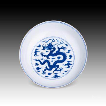 A CHINESE BLUE & WHITE DRAGON DISH, QIANLONG PERIOD