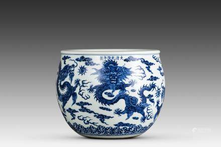 A BLUE AND WHITE 'DRAGON' JAR, MID-QING PERIOD