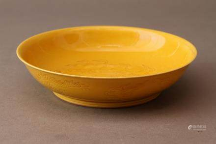 A YELLOW-GLAZED INCISED 'DRAGON' DISH