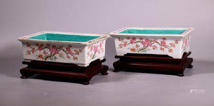 Pair Chinese Qing Dynasty Porcelain Bulb Planters