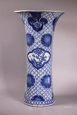 Large Chinese 18/19 C Blue & White Porcelain Vase
