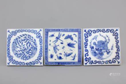 A set of 3 Japanese blue and white Seto porcelain tiles, 18/19th C.