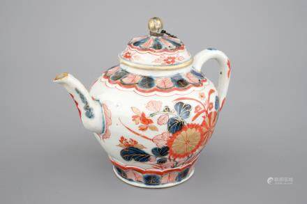 A Chinese Imari teapot and cover, 17/18th C.